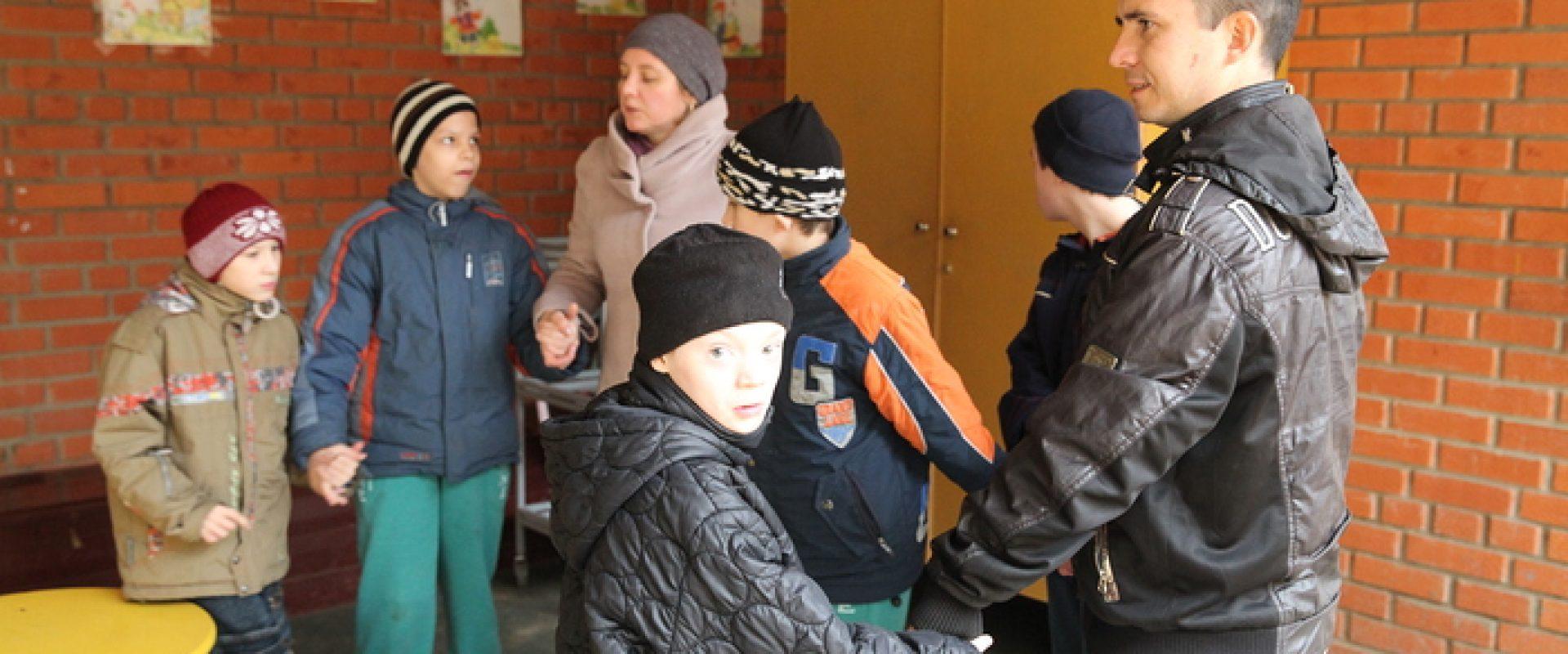 Волонтеры с детьми-сиротами