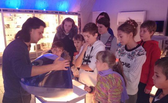 Волонтеры помогают детям