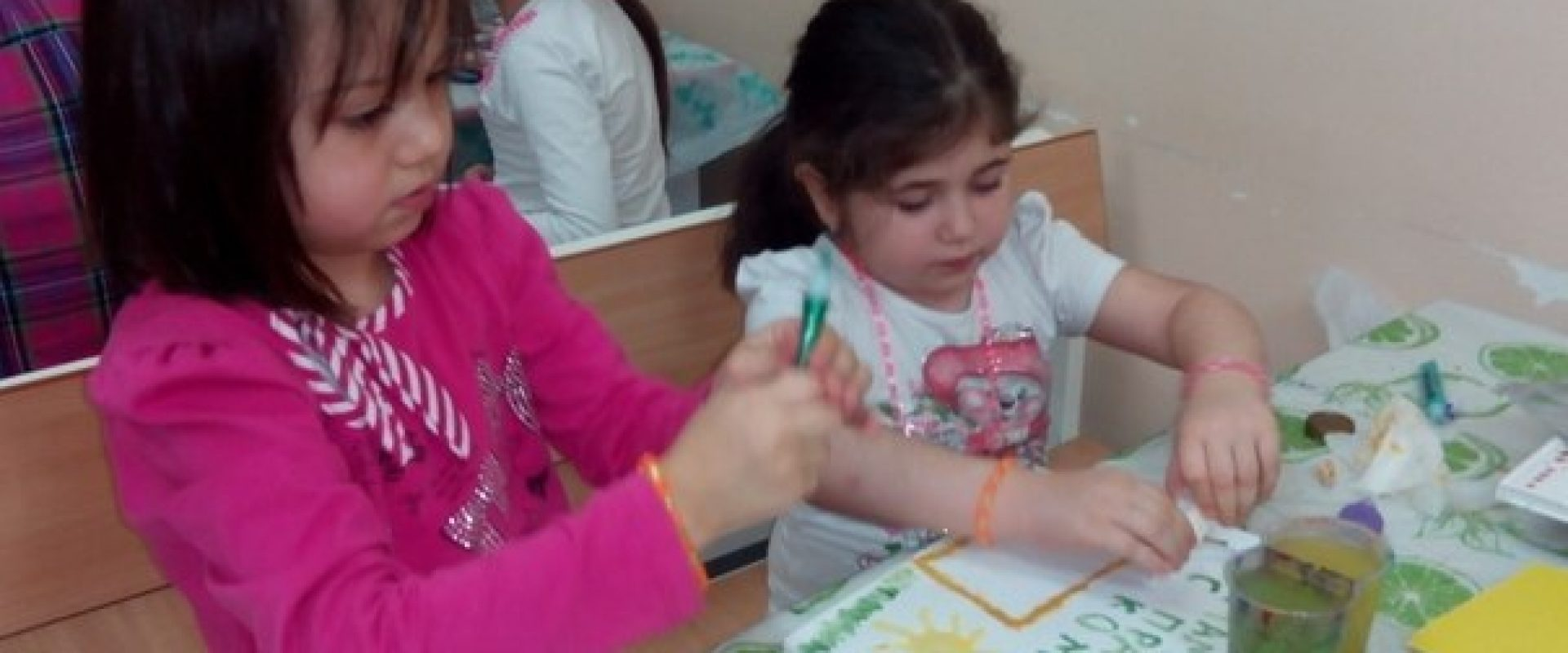Волонтеры и дети в больнице