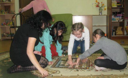 Волонтеры в детском приюте
