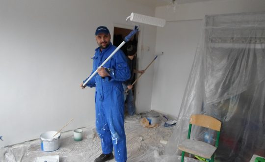Волонтеры делают благотворительный ремонт